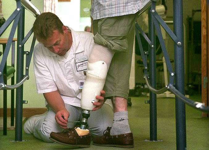 how to become a prosthetist